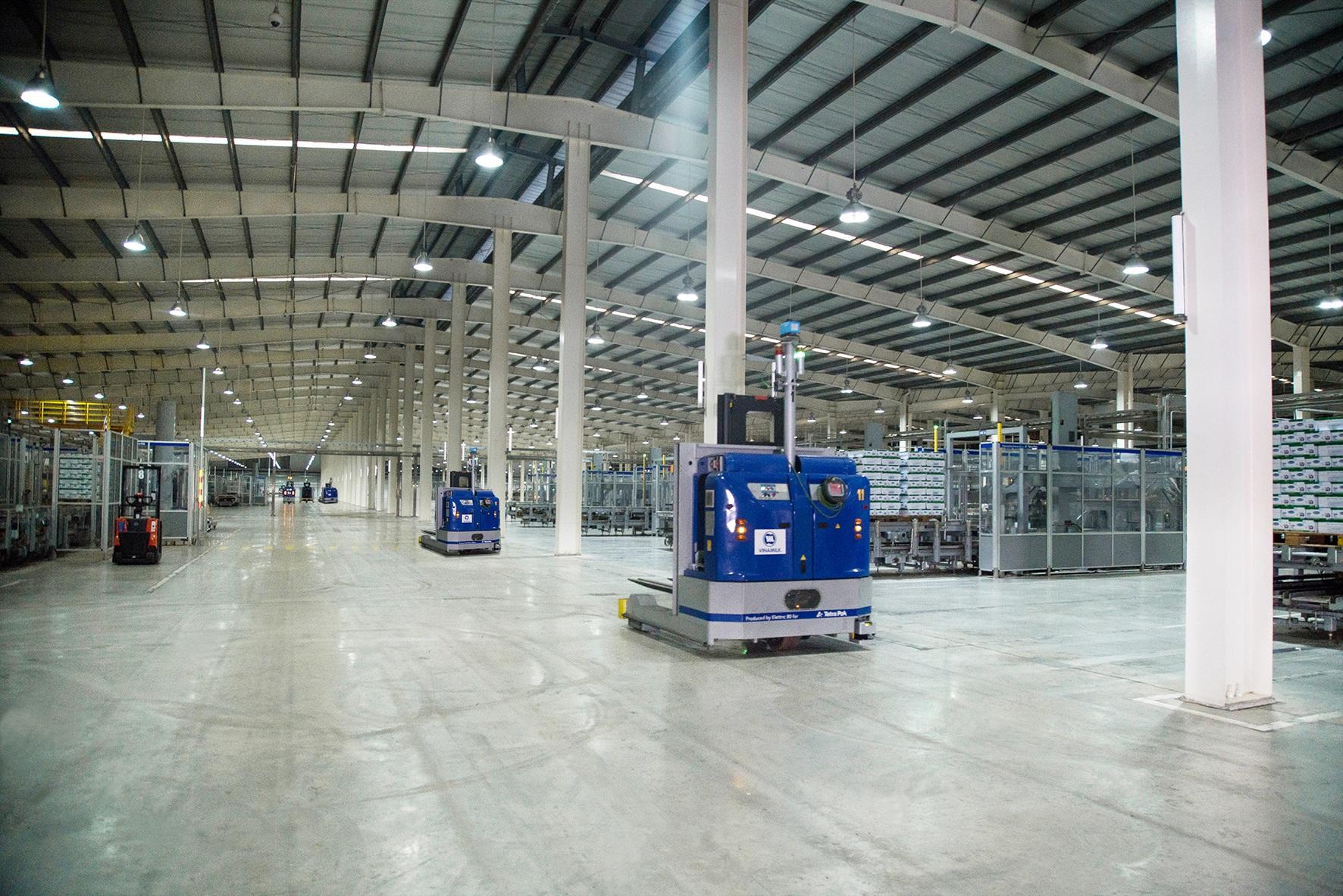 Nhà máy sữa Việt Nam là một trong hai siêu nhà máy do Vinamilk đầu tư tại Bình Dương, có tổng vốn đầu tư hơn 2.400 tỷ đồng, trong đó phần lớn chi phí dành cho việc sử dụng công nghệ tích hợp và tự động hiện đại bậc nhất thế giới mà Tetra Pak (Thụy Điển) từng xây dựng.