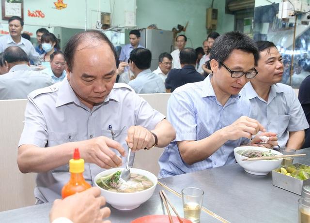 """Phở bình dân, cà phê đá Sài Gòn """"được lòng"""" Thủ tướng Nguyễn Xuân Phúc - 1"""