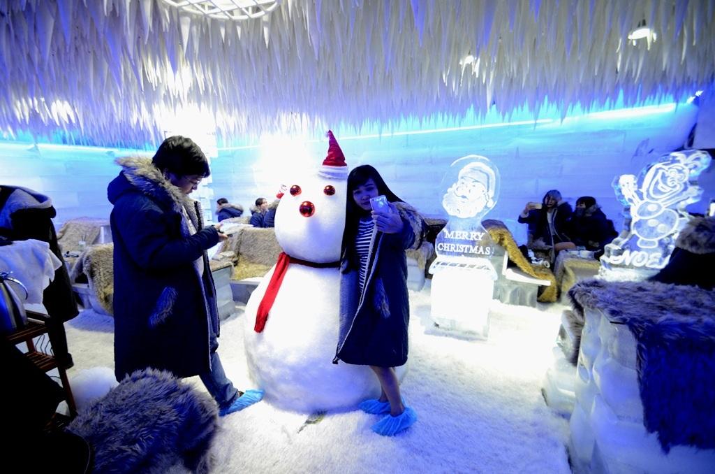 Người tuyết là tâm điểm của quán.