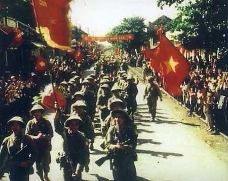 Hình ảnh các đoàn quân tiến vào giải phóng Thủ đô năm 1954. Ảnh: TL.