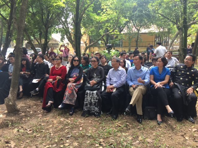 Hội thảo diễn ra trong không gian rợp bóng cây xanh của Hoàng thành Thăng Long với sự tham dự của rất nhiều thành phần. Ảnh: Tùng Long.
