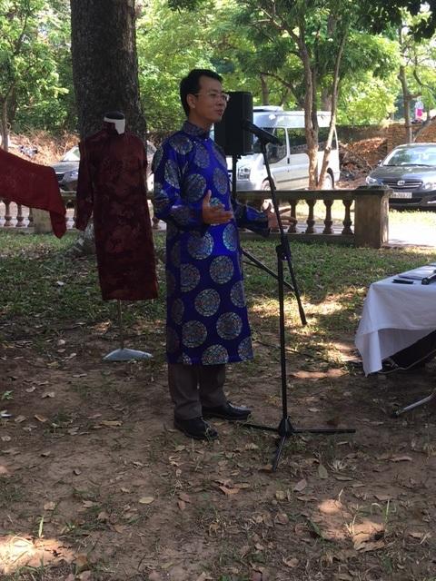 Ông Nguyễn Tiến Đạt đã đưa ra nhiều giải pháp gắn liền áo dài với phát triển du lịch. Ảnh: Tùng Long.