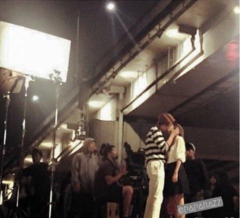 Ảnh Kang Tea Oh hôn Nhã Phương được quay lại trong hậu trường thực hiện cảnh quay với lời chú thích nụ hôn 30 phút. Ảnh: DC.