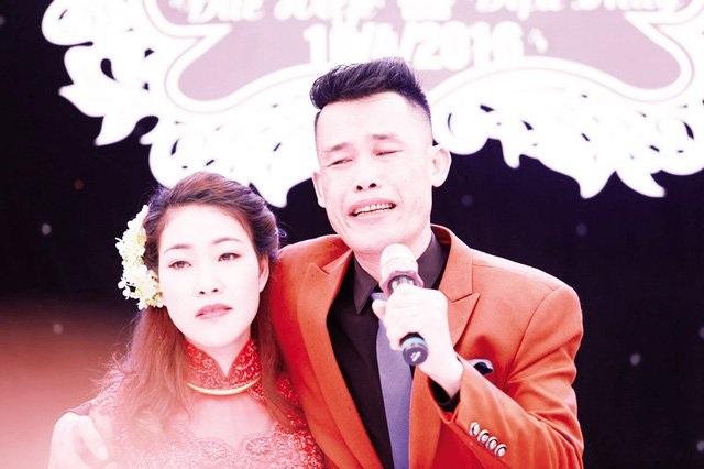 Hiệp Gà và bà xã Diệu Thuý trong đám cười hồi đầu tháng 4/2016. Ảnh: TL.
