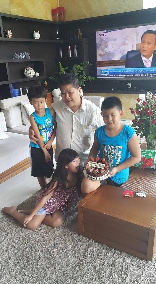 Phước Sang chia sẻ, hai cậu con trai vẫn ở với anh kể từ khi vợ chồng anh chia tay. Ảnh: NVCC.