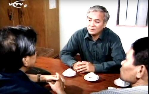 Nghệ sĩ Duy Thanh vào vài Bí thư Thủ trong phim Đất và người. Ảnh: TL.