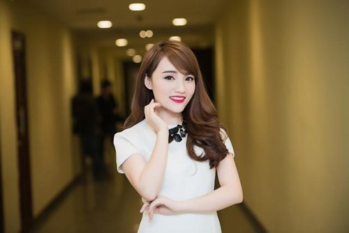 Nhật Thuỷ trở thành Quán quân Vietnam Idol và đạt được nhiều giải thưởng nhờ sự dìu dắt của cô giáo.