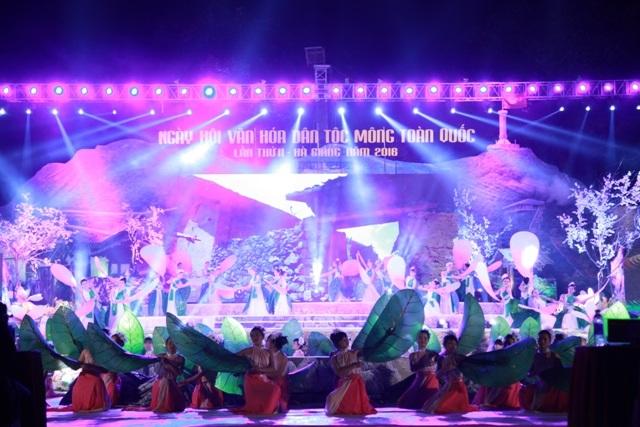 Đêm nghệ thuật khai mạc Ngày hội Văn hoá Mông toàn quốc lần thứ 2 có tất cả 5 trường đoạn.
