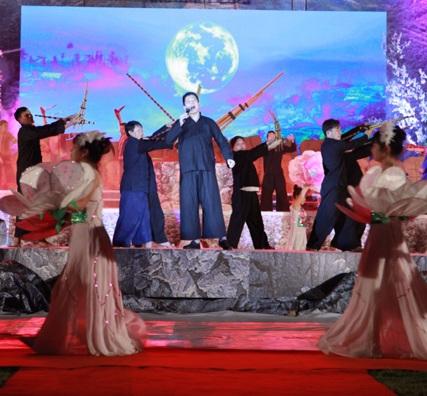 Nghệ sĩ Lương Huy hát Tiếng khèn đêm trăng.