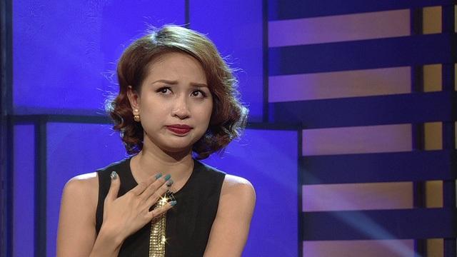 MC Thanh Vân chia sẻ với Công Tố về điều lo lắng của mình trong Ghế không tựa. Ảnh: VTV.