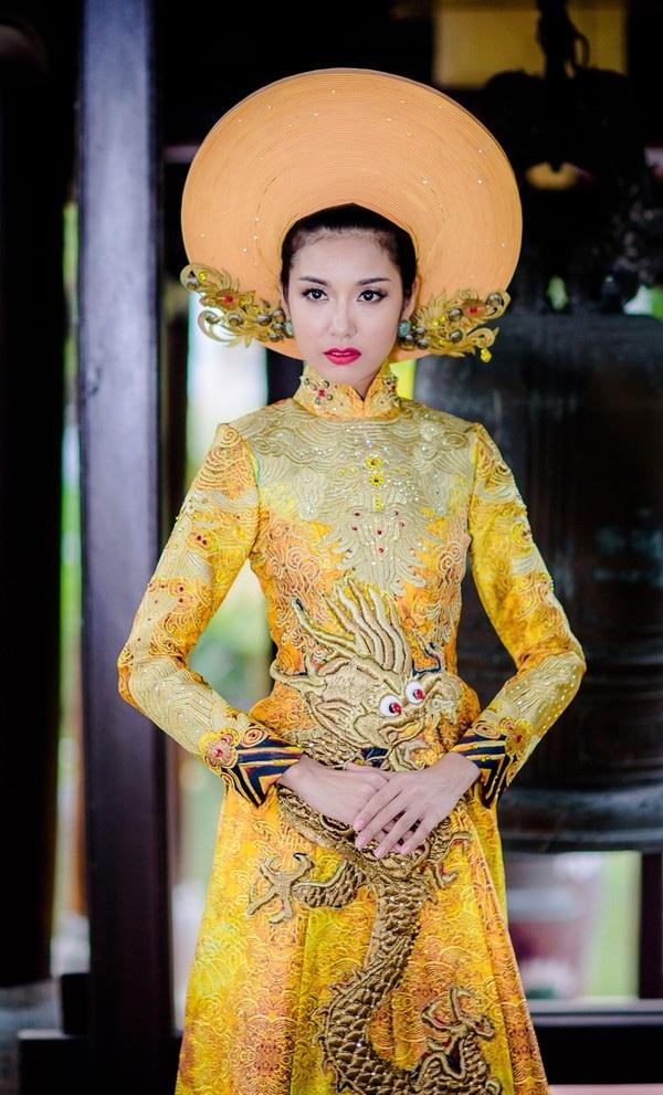 Bộ trang phục dân tộc mà Thúy Vân mang đi dự thi cuộc thi Hoa hậu Quốc tế 2015 đã góp phần giúp người đẹp đạt danh hiệu Á hậu 3 chung cuộc. Ảnh: TL.