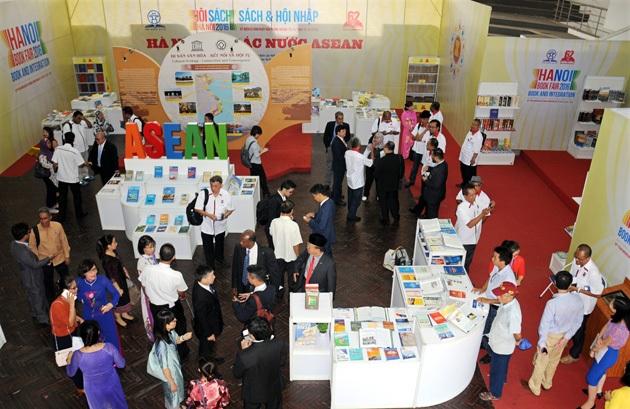 Trưng bày tại Hội sách Hà Nội 2016.