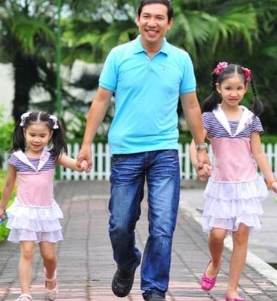 Quang Thắng và hai con gái.