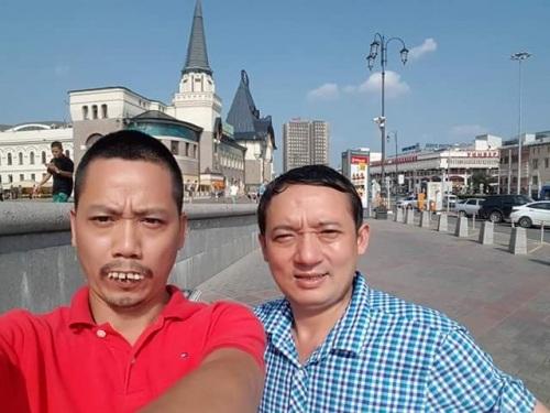 Danh hài cChieens Thắng và đạo diễn Trần Bình Trọng trong những ngày quay hài Tết ở Nga.