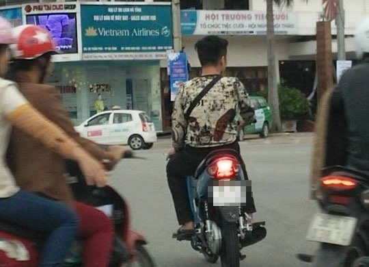 Nhiều người tham gia giao thông thiếu ý thức, gây nguy hiểm cho người khác.