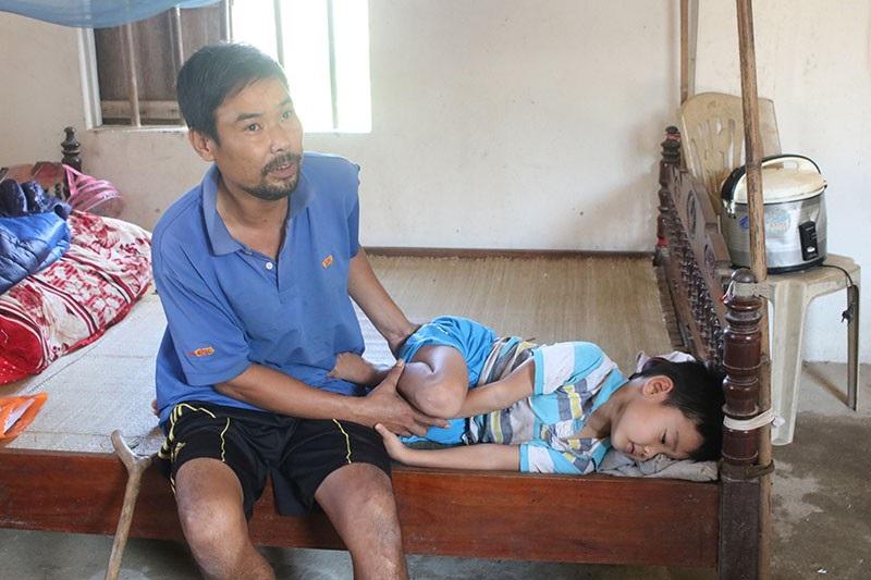 Anh Long đau đớn kể về những tai ương ập đến với gia đình.