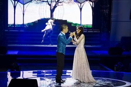Tình yêu tuyệt đẹp còn được tôn vinh bằng các động tác vũ đạo biểu cảm của nghệ sĩ múa