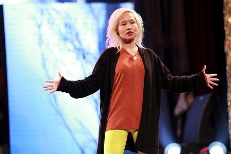 Ca sỹ Mai Khôi là một người mẫu tóc trong chương trình