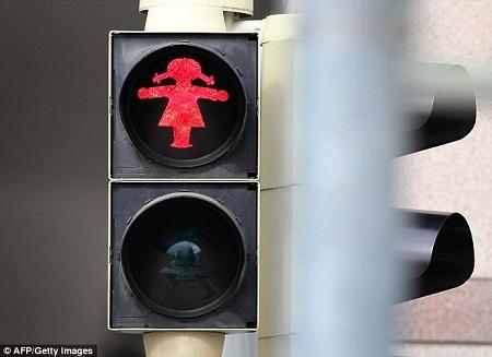 Bình đẳng giới với… đèn báo giao thông