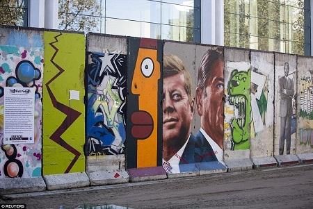 Những mảng tường Berlin lưu lạc về đâu?