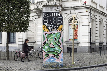 Một phiến tường khác đặt gần Nghị viện Châu Âu nằm ở thủ đô Brussels, Bỉ.