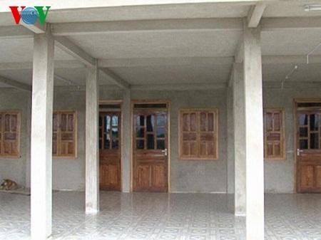 Gầm nhà sàn được dựng bằng bê tông
