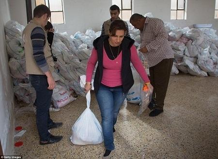 Nhiều gia đình tị nạn duy trì cuộc sống hoàn toàn bằng nguồn lương thực hỗ trợ.