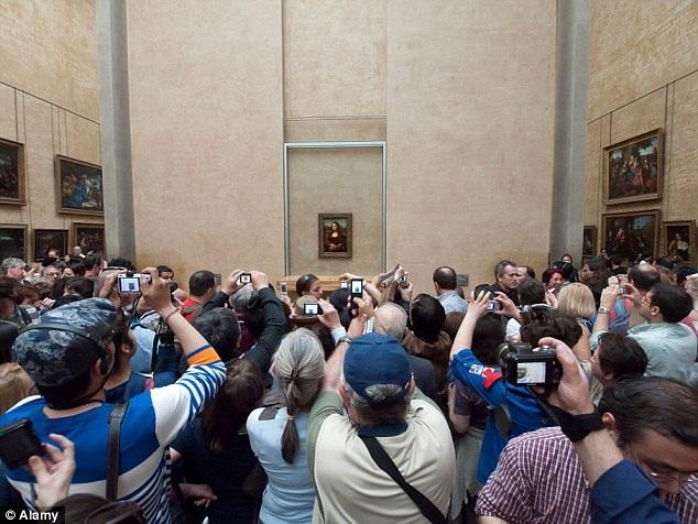 """Bức nàng Mona Lisa được coi là """"viên kim cương trên vương miện"""" của viện bảo tàng Louvre."""