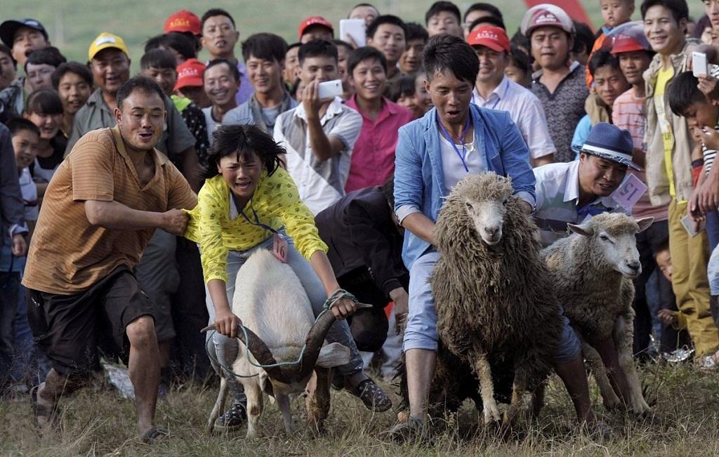 Phượng Sơn, Trung Quốc, tháng 7: