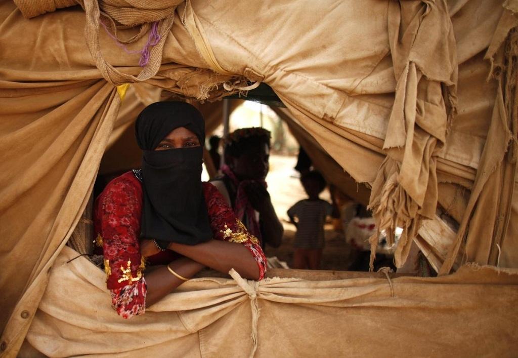 Người phụ nữ sống trong một trại tị nạn ở miền tây bắc đất nước Yemen.