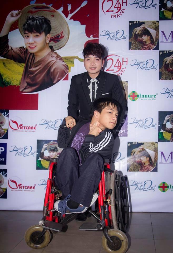 Dương Quang Tú và nhạc sĩ khuyết tật Thiên Ngôn