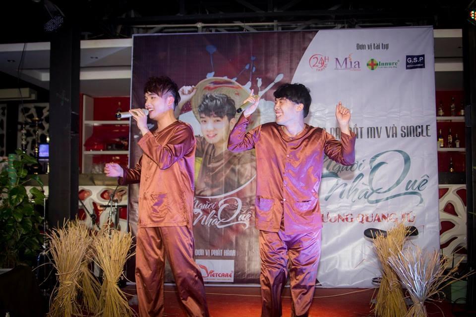 Dương Quang Tú và TMT vui nhộn khi hát Người Nhà Quê