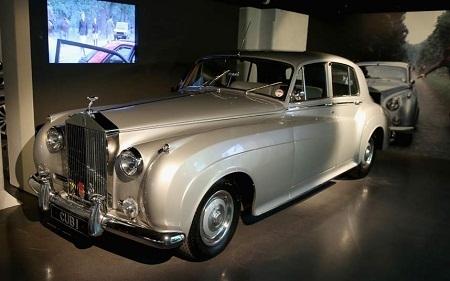 """… Hay chiếc 1937 Rolls-Royce Phantom III xuất hiện trong """"Goldfinger"""" (Ngón tay vàng - 1964)."""