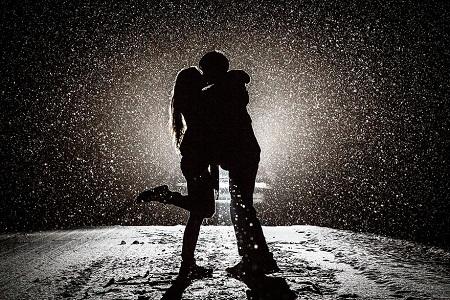 Tình yêu gây ra hiệu ứng thần kinh giống như sử dụng… côcain: