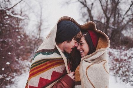 Sự âu yếm giữa hai người yêu nhau sản sinh ra chất giúp giảm đau tự nhiên: