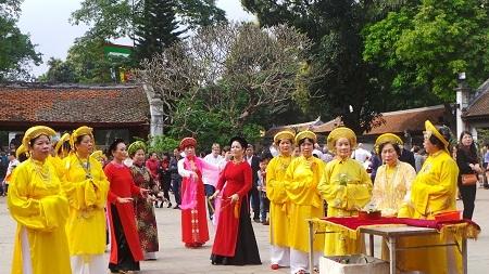 Một màn tế lễ bên trong khu Văn Miếu.