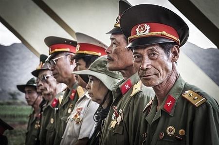 Bức ảnh chụp cựu chiến binh Việt Nam do nhiếp ảnh gia người Tây Ban Nha - Sergio Diaz thực hiện.