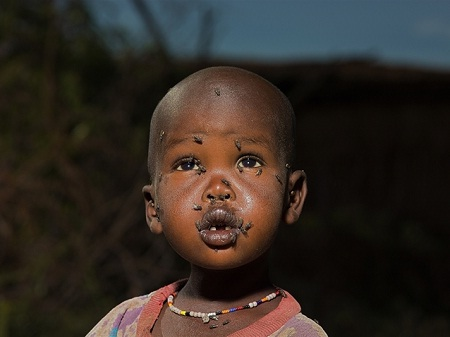 Một em bé người Maasai sinh sống ở vùng Đông Phi. (Ảnh: Peter Voss)