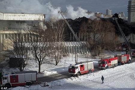Hỏa hoạn tiếp tục lan rộng trong ngày thứ 7 dù 200 lính cứu hỏa đã nỗ lực dập tắt ngọn lửa.