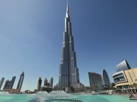 Đến thăm đài quan sát ở tòa nhà Burj Khalifa - tòa nhà cao nhất thế giới ở Dubai.