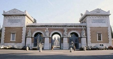 Cảnh phim dự định quay trong nghĩa trang Verano ở thành phố Rome, Ý đã bị thất bại.