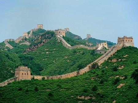 Đến thăm Vạn Lý Trường Thành ở Trung Quốc.