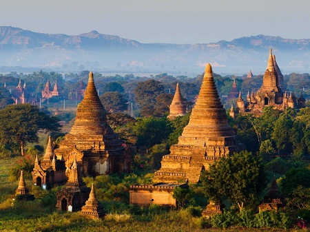 Thán phục cảnh quan đền chùa ở Bagan, Myanmar.