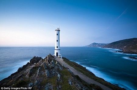 Ngọn hải đăng Cabo Home cũng xuất hiện.