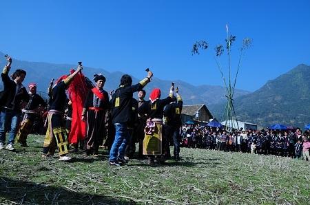 Tưng bừng hội xuân Gầu Tào của người dân tộc Mông ở xã San Sả Hồ, huyện Sa Pa ( tỉnh Lào Cai).