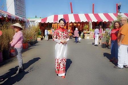 Thanh Thảo dạo chợ Tết ở Cali, Mỹ