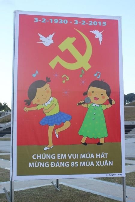 Các em nhỏ vui múa hát mừng Đảng 85 mùa xuân, do Đỗ Trung Kiên- Hà Nội sáng tác.