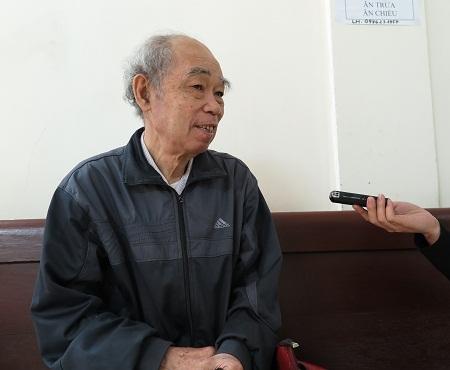 Cựu phóng viên chiến trường Nguyễn Thanh tại phiên tòa sáng nay