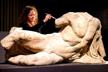 Tại sao những bức tượng Hy Lạp cổ đại thường... khỏa thân?