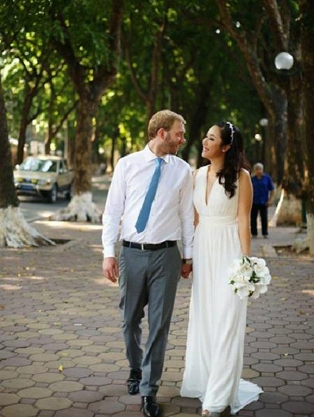 Hoa hậu Ngô Phương Lan cũng từng chọn con phố Hà Nội để chụp ảnh cưới.
